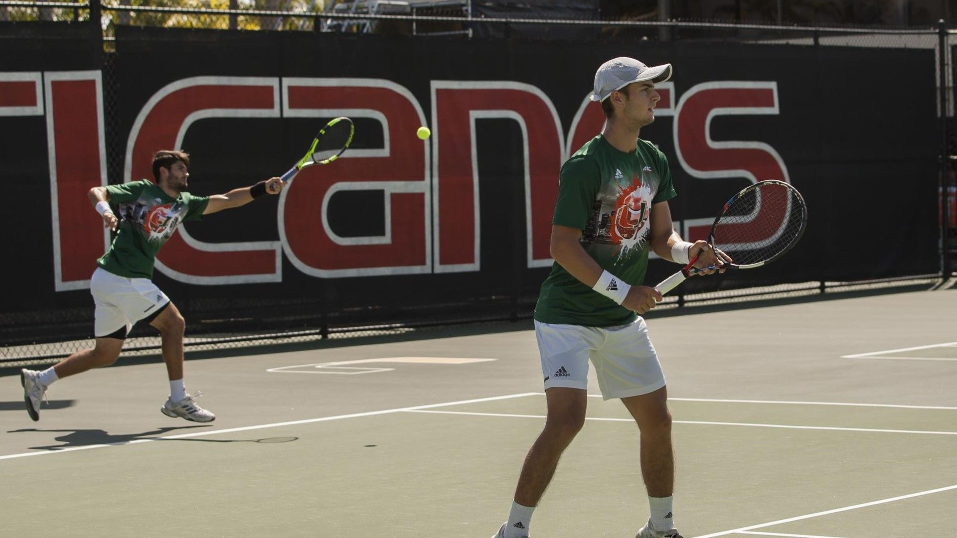 Men's Tennis Downs No. 38 Louisville to Extend Streak