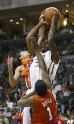 Hurricanes Snap Skid with 75-72 Win over Clemson