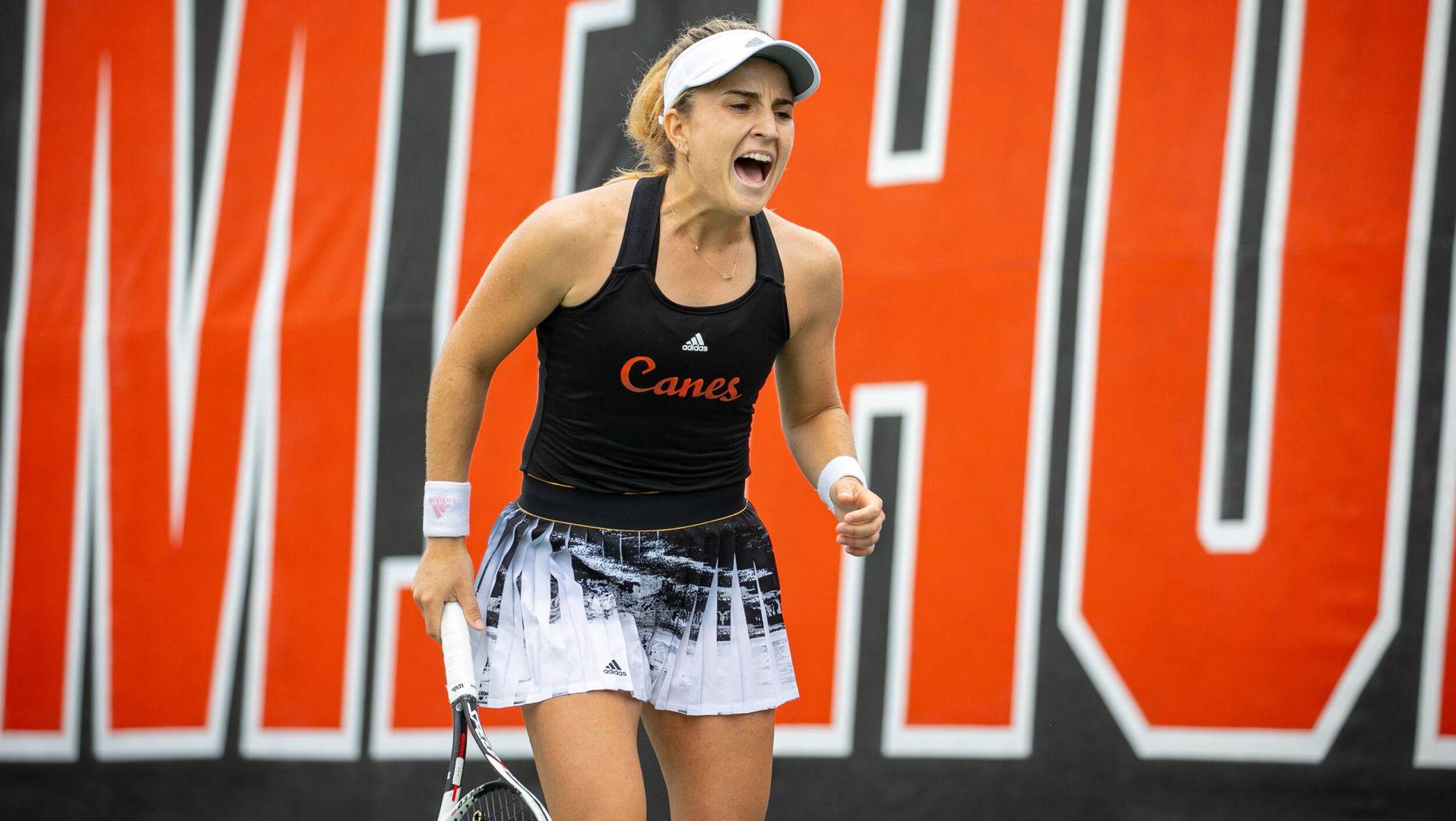 W. Tennis Wins, 4-3, at No. 50 Syracuse