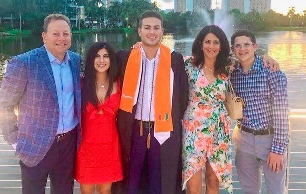 Alumnus Gifts $1 Million to Establish Scholarships for Miami Herbert Business School, Athletics