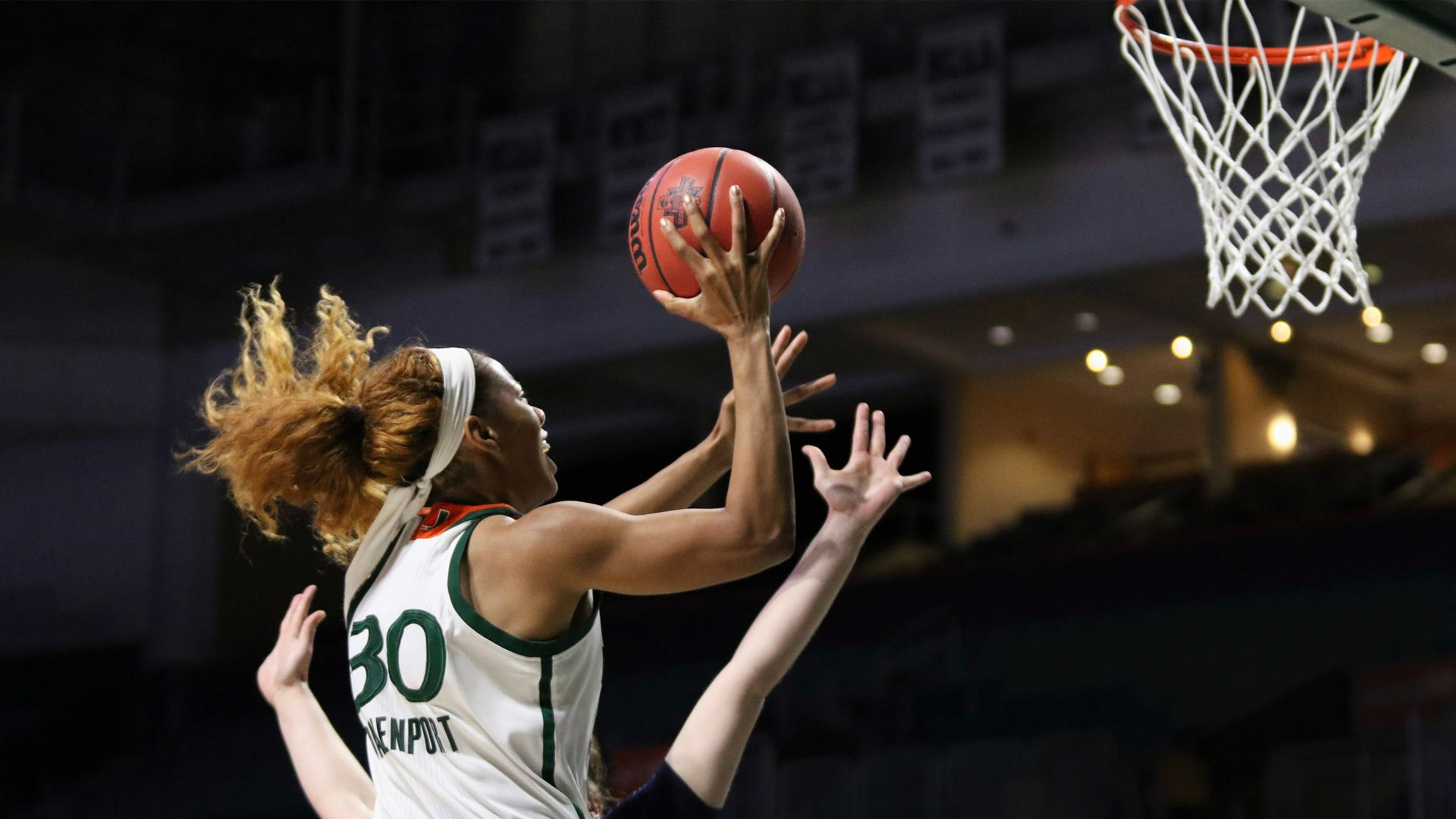 Davenport Leads WBB to Win over UNO